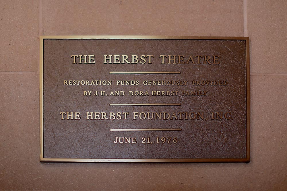 herbst-theatre-plaque-1